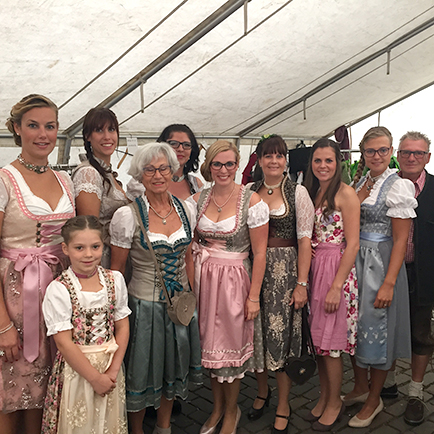 Trachten Niederrhein - Seid Generationen im Trachtenglück